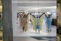 Issey Miyake shoppar på Siam Discovery, Bangkok, Thailand, April 11, royaltyfria foton