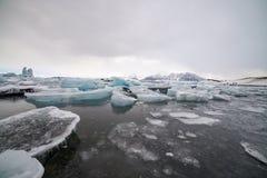 Isstrand, Island, blåttfärg Royaltyfri Bild