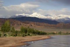 Issyk-Kul sjö i Kirgizistan, centrala Asien Arkivbild