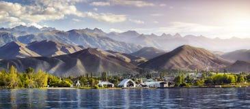 Issyk Kula jeziora panorama Zdjęcie Royalty Free