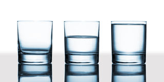 Ist das Glas halb voll oder halb leer? Stockbild