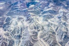Ist ein grünes Feld voll der Weizenanlagen Berge mit Höhe Lizenzfreies Stockfoto