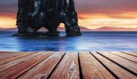 Ist ein großartiger Felsen im Meer auf der Nordküste von Island Lizenzfreies Stockbild