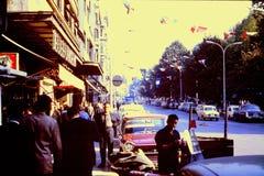 IST HIER EIN STRASSENBILD IN OVIEDO, SPANIEN IM SEPTEMBER 1964 Stockfotos