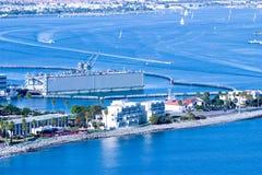 Istallazione militare in porto con il bacino di carenaggio Fotografie Stock Libere da Diritti