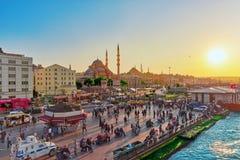 ISTAMBUL,土耳其07日2016年:日落的伊斯坦布尔视图在t的 库存照片