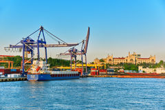 ISTAMBUL, TURKEY-MAY 07日2016年:大城市的海口在Tu 免版税库存图片