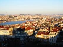 Istambul Bosfor sikt från den gamla stadsväggen Arkivbild