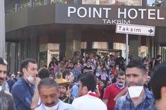 ISTAMBUL - 1º DE JUNHO: Protesto público do parque de Gezi contra o governme Imagem de Stock