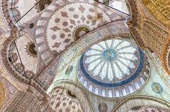 ISTAMBUL - 20 DE SETEMBRO DE 2014: Interior da mesquita azul O Mosq Imagem de Stock Royalty Free