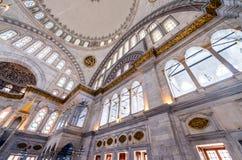 ISTAMBUL - 20 DE SETEMBRO DE 2014: Interior da mesquita azul O Mosq Fotos de Stock