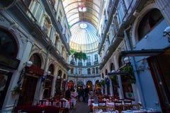 Istambul, istiklal/Turquia 03 04 2019: Passagem de Cicek, lugar histórico em Istambul imagem de stock royalty free
