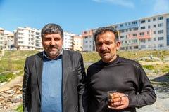 Istambul/Turkey-03 19 2019; Homens turcos que levantam para um fotógrafo fotos de stock royalty free