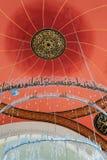 ISTAMBUL, TURQUIA - 27 DE ABRIL DE 2015: Interior da mesquita moderna de Sakirin, distrito de Uskudar de Istambul Imagens de Stock Royalty Free