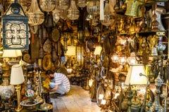 ISTAMBUL, TURQUIA - 7 DE AGOSTO DE 2015: Uma de muitas lojas no bazar grande em Istambul (Turquia) Fotografia de Stock