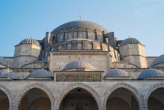 ISTAMBUL, TURQUIA - 2 DE JANEIRO DE 2012: O exterior da mesquita de Suleymaniye em Istambul foto de stock royalty free