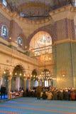 ISTAMBUL, TURQUIA - 29 DE MARÇO DE 2012: Interior da mesquita nova Imagem de Stock Royalty Free
