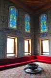 Istambul, Turquia - 22 de novembro de 2014: A câmara no harém no território do palácio de Topkapi, de que era a residência prelim Fotografia de Stock