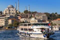Istambul, Turquia - 23 de outubro de 2017: Passo de Bosphorus, Istambul, Turquia Imagens de Stock Royalty Free