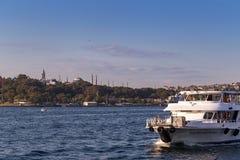 Istambul, Turquia - 23 de outubro de 2017: Passo de Bosphorus, Istambul, Turquia Fotografia de Stock Royalty Free