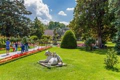 Istambul, Turquia Escultura no parque do palácio das sultões Dolmabahce do otomano Foto de Stock Royalty Free