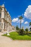 Istambul, Turquia Fachada do palácio de Dolmabahce, negligenciando o Bosphorus Imagem de Stock