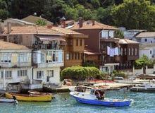 ISTAMBUL, TURQUIA, O 24 DE AGOSTO DE 2015: Vista sobre o porto na vila do kavagi, Istambul Foto de Stock Royalty Free