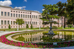 Istambul, Turquia Uma vista cênico do parque do palácio das sultões Dolmabahce do otomano Imagem de Stock