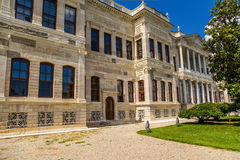 Istambul, Turquia Vista de uma das construções do palácio das sultões Dolmabahce do otomano barroco Fotos de Stock Royalty Free