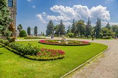 Istambul, Turquia Vista no parque do palácio das sultões Dolmabahce do otomano Imagens de Stock