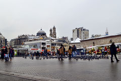 Istanboel, Taksim-Vierkant De Griekse Orthodoxe Kerk van Hagiatriada in t Stock Afbeelding