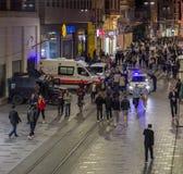 """Istanboel, Turkije †""""27 April, 2018: In de avond, worden de versterkte veiligheidsmaatregelen toegepast in het stadscentrum Zie stock afbeeldingen"""