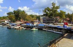 ISTANBOEL, TURKIJE, 24 AUGUSTUS, 2015: Mening over jachthaven in kavagi vi Stock Foto's