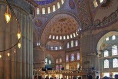 ISTANBOEL, TURKIJE - MAART 24, 2012: Binnenland van de Sultanahmet-Moskee Royalty-vrije Stock Foto