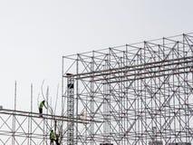 Istanboel, Turkije - Maart 28, 2017: Bouwvakkers bij hoge hoogte Zij doen nieuw een gebouw Stock Foto