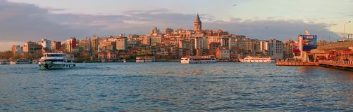 ISTANBOEL, TURKIJE - MAART 28, 2012: Gouden Hoornbaai Royalty-vrije Stock Afbeeldingen