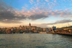 ISTANBOEL, TURKIJE - MAART 28, 2012: Gouden Hoornbaai in de avond Royalty-vrije Stock Foto's
