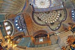 ISTANBOEL, TURKIJE - MAART 24, 2012: Plafond van de Sultanahmet-Moskee Stock Afbeelding