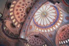 ISTANBOEL, TURKIJE - MAART 24, 2012: Plafond van de Sultanahmet-Moskee Royalty-vrije Stock Afbeeldingen