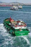 ISTANBOEL, TURKIJE - MEI 24: Mening van boten en gebouwen langs Bosphorus Stock Fotografie