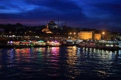 Istanboel zoals schijnen van Brug Galata stock foto