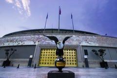 Istanbuł Besiktas, Turcja 07,/ 04 2019: Turecki drużyny futbolowej Besiktas JK stadium wieczór widok, Vodafone areny Eagle postać obraz stock