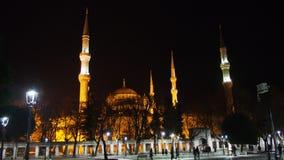 Istanbuł miasta sułtanu Ahmet meczetu i minaret nocy ulicy fotografia Obraz Stock