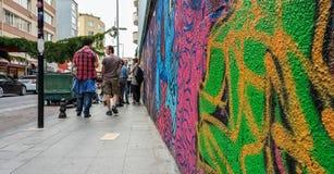 Istanbuł Turcja, Czerwiec, - 02, 2017: Kolorowi portretów graffitis malowali na ścianie w Kadikoy okręgu Istanbuł miasto Zdjęcie Stock