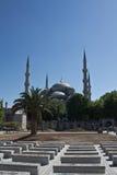 Istanbuł Turcja, Czerwiec, - 29, 2012: piękny sławny sułtanu ahmet meczet w niebieskim niebie odizolowywającym Obrazy Stock