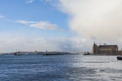 ISTANBUŁ TURCJA, GRUDZIEŃ, - 30, 2015: Śnieżna burza zbliża się Istanbuł, widzieć od Hadarpasa dworca, azjata strona Fotografia Royalty Free