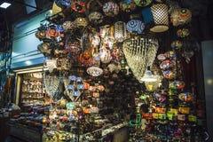 ISTANBUŁ, TURCJA - 06 2016 MAJ: Tureccy lampiony na Uroczystych półdupkach Obrazy Royalty Free