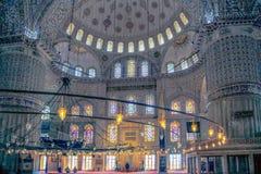 ISTANBUŁ TURCJA, MARZEC, - 24, 2012: Wnętrze Błękitny meczet Obrazy Stock