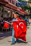 Istanbuł, Turcja, Październik 6, 2011: Chorągwiany sprzedawca na ulicach obrazy royalty free