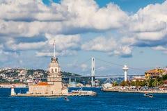 Istanbuł, Turcja, Październik! , 2011: Dziewczyny wierza fotografia royalty free